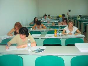 Кандидатстудентска кампания, 2006 г. - проверка на писмените работи по български език (на преден план: доц. д-р Ваня Зидарова и доц. д-р Красимира Чакърова).